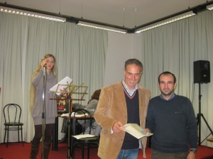 Ivan Fedeli premiato da Roberto Chiodo segretario del Concorso Guido Gozzano - 2011