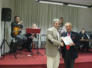 Alessandro Rivali vincitore della sezione di poesia edita premiato da Adriano Icardi - 2011