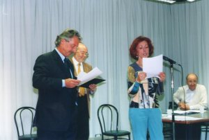 Egle Migliardi della Giuria legge la motivazione del Vincitore della sezione A - poesia edita - Stefano Simoncelli - V° CONCORSO GUIDO GOZZANO - 2004