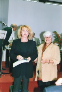 Paola Rambaldi premiata da Anna Dotta - 2003