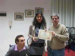 Claudio Braggio  del Microfestival Poetico Vi Piace? di Alessandria e Fabio Aprile  premiano Silvia Rosa