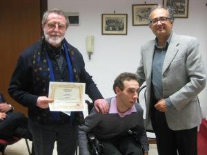 Beppe Mariano vincitore della sezione di poesia edita premiato da Giulio Sardi direttore della rivista Iter e Fabio Aprile - Concorso Guido Gozzano 2012