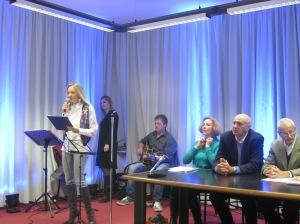 La presentatrice Eleonora Trivella e una parte della giuria