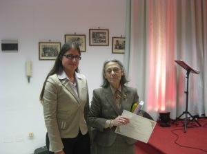 Serena Panaro di Archicultura premia Annamaria De Pietro