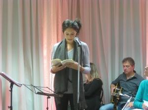 La figlia di Maddalena Capalbi legge una poesia